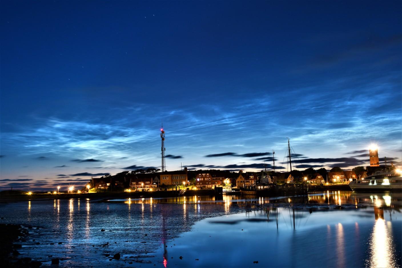 Foto gemaakt door Sytse Schoustra - Terschelling - Nog een plaatje van de lichtende nachtwolken, gisteravond boven Terschelling.