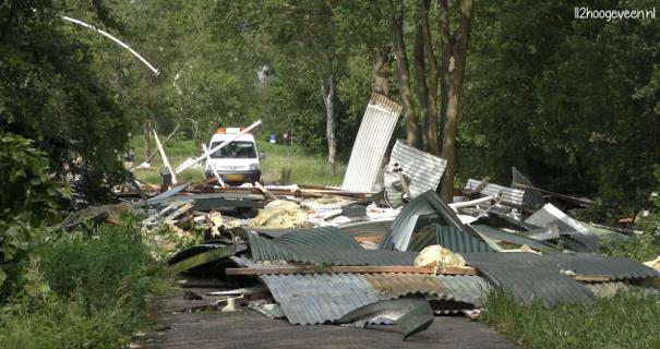 In Hoogeveen kwam een volgende tornado naar beneden. Een loods werd volledig verwoest. Bron: 112hoogeveen (Youtube).